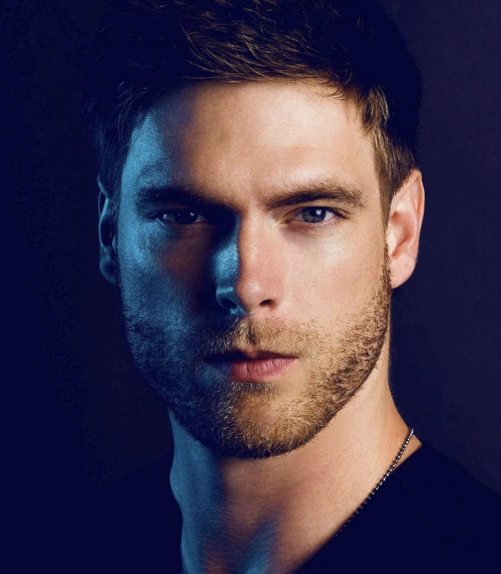 Profile Picture of Max Aria, Photographer