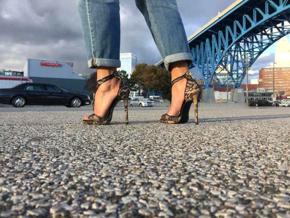 62c80e2021dc-darlene_feet.jpg