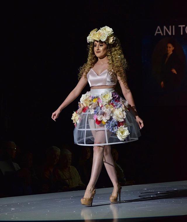 836241027dea-Fashion_Show_2.jpg