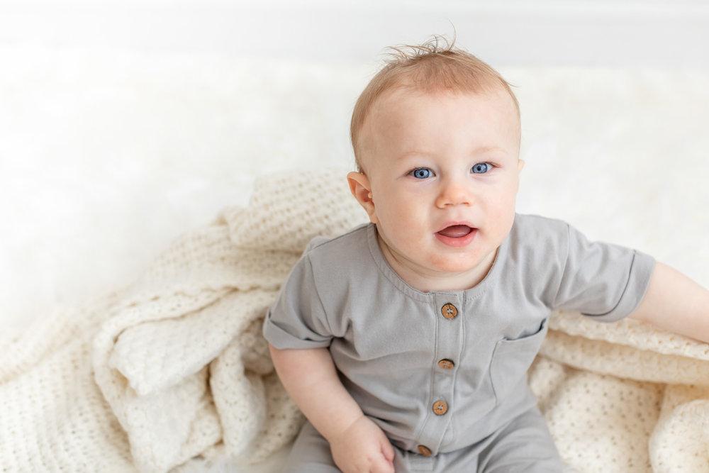 Baby_Lucus_9months_studioportraits_web (2 of 13).jpg
