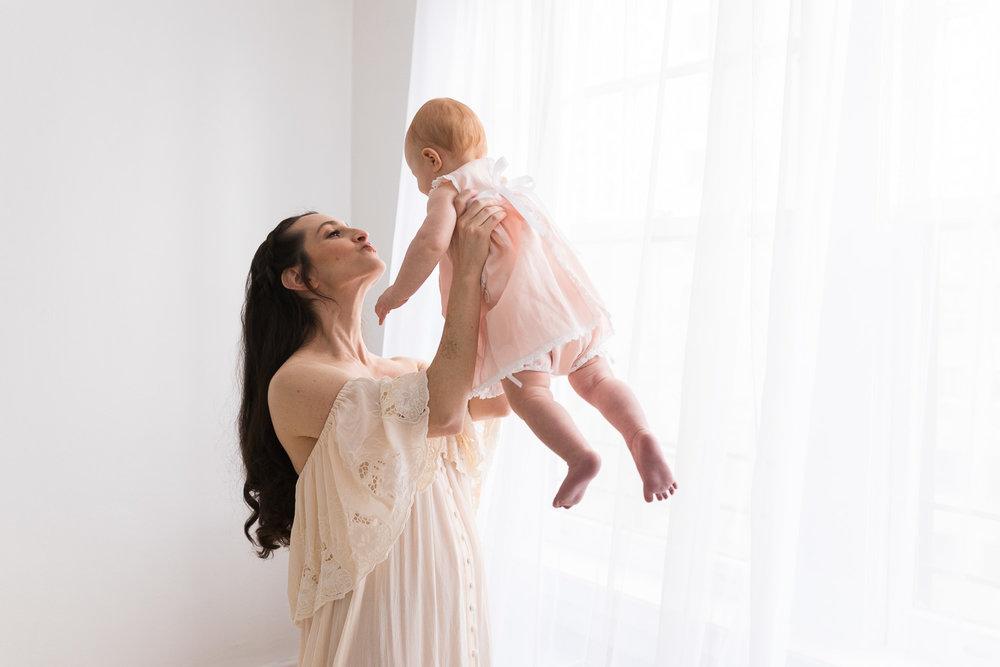 Mother_and_baby_studio_portraits-19.jpg
