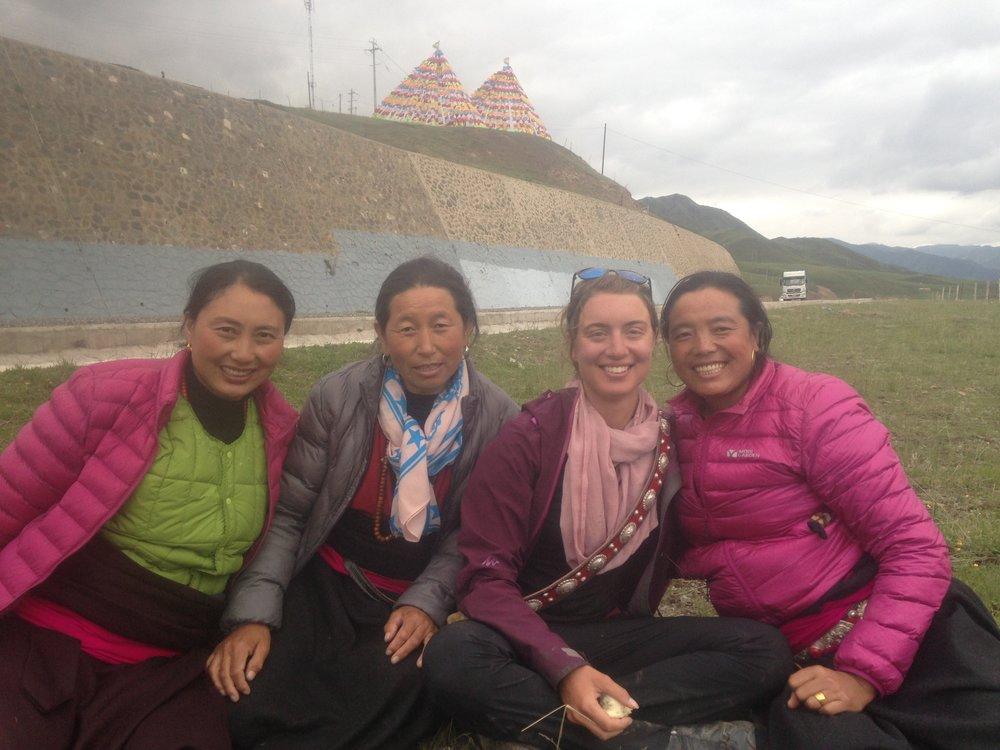 Manon with the 3 Tibetan pilgrims we met along the way.