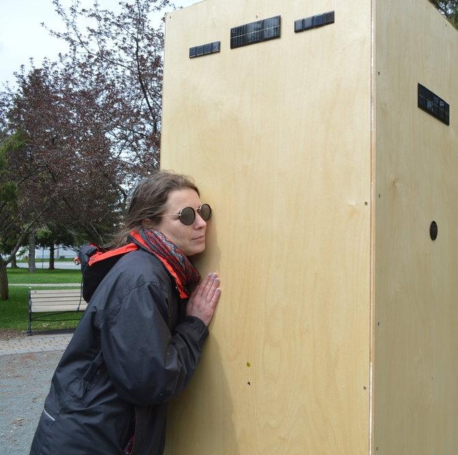 ALOUETTE III (15-21 mai 2017) Émilie Mouchous (FIMAV)  Articles de presse:   Promenade au cœur des installations sonores : pour voir la musique (Émilie Mouchous - Alouette III) - Manon Toupin, La Nouvelle    Un 33e FIMAV à la hauteur des attentes - Alex Drouin, La Nouvelle    7 choses inusitées qui indiquent que c'est le FIMAV - Yannick Poisson - Le Journal de Montréal