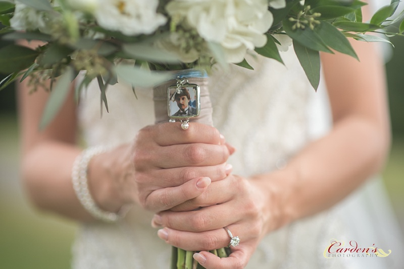 She put a picture of her dad on her bouquet and I loved this touch that was added.