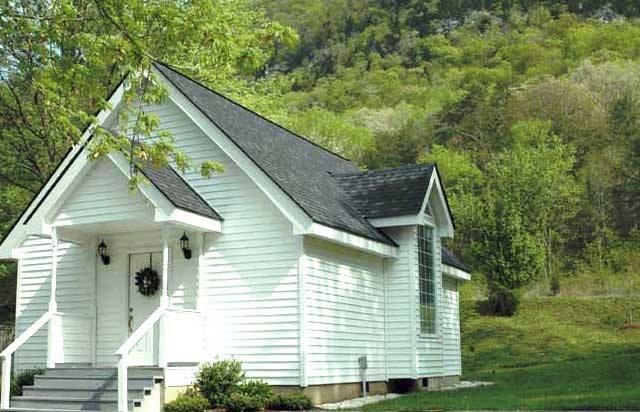 905 N Cumberland Dr, Cumberland Gap, TN 37724-4700,