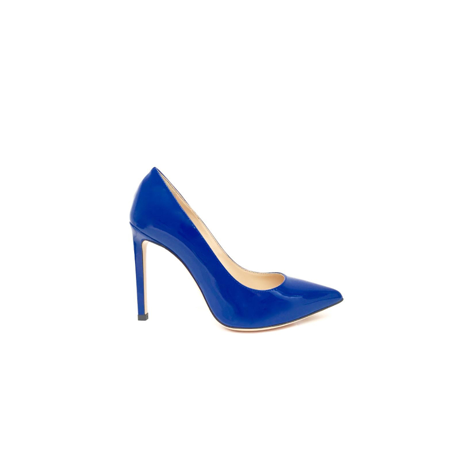 Stiletto Amelia with 10 cm heel in deep blue patent leather is handmade by Italian artisans who take the comfort of the shoe to the extreme.