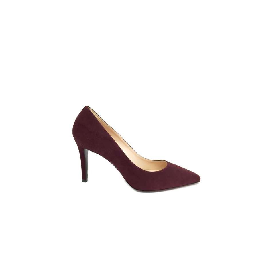 Valetti's stiletto in suede in intense Bordeaux with 8 cmheel,  will offer you the most comfortable fit for all day long.