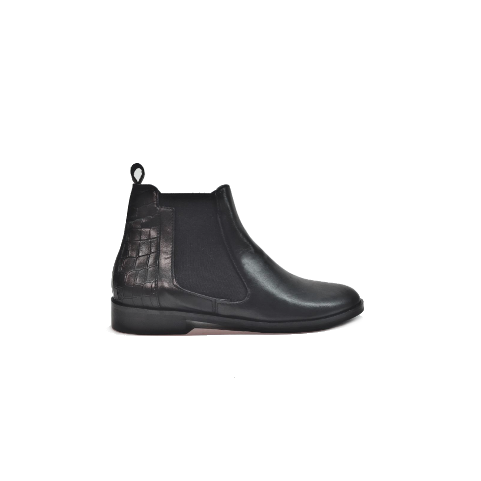 Lea Gu Chelsea boot with crocco print in nappa leather is the model that will look great with all kind of clothes. Wear it with skinny trousers and leather jacket for more casual look or with printed dresses to add a boho touch to the new season outfit.