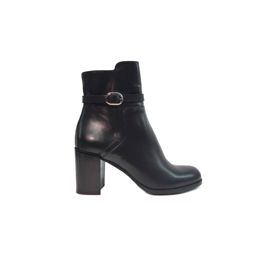 If you are looking for the shoe to give a more elegant and unique look to your daily office clothes, you undoubtedly have to try the Italian black leather bootie from Lea Gu. A buckle detail adds a more sophisticated touch to the design while chunky heel gives extreme comfort to the shoe.
