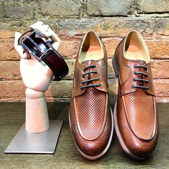Thursday are made for wearing brown color. 👞💁♂️ . Lea Gu present a new and modern perforated shoe style for the sophisticated mens 🎩👔 . Combine your shoe outfit with the perfect Pollini belt. 😏 . 🔥Sales are on fire🔥 up to -50% OFF!!! 📍C/ Mallorca, 273- Barcelona 💻www.cherryheel.com . . . . #CherryHeel #Barcelona #luxury #boutique #men #mensfashion #menstyle #fashionmen #shoes #outfitoftheday #outfitinspo #styleoftheday #catalunya #bcnshopping #barcelonamola #bestshoes #happy #sales #igersbcn #decompras #calzado #hombre #estilodevida #барселона #шоппинг #мужскойстиль #обувь #мужскаяобувь