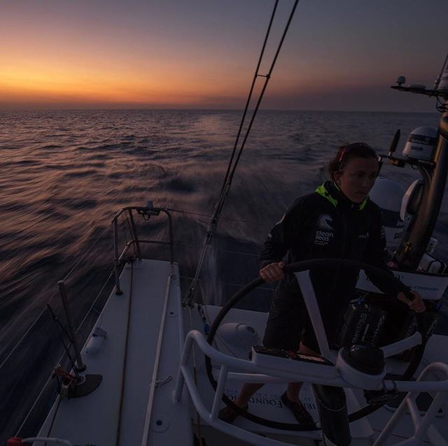 It's always good to learn to sail in the dark while racing... 📷 skills @_samgreenfield_  @turnthetideonplastic @mirpurifoundation @unenvironment @volvooceanrace