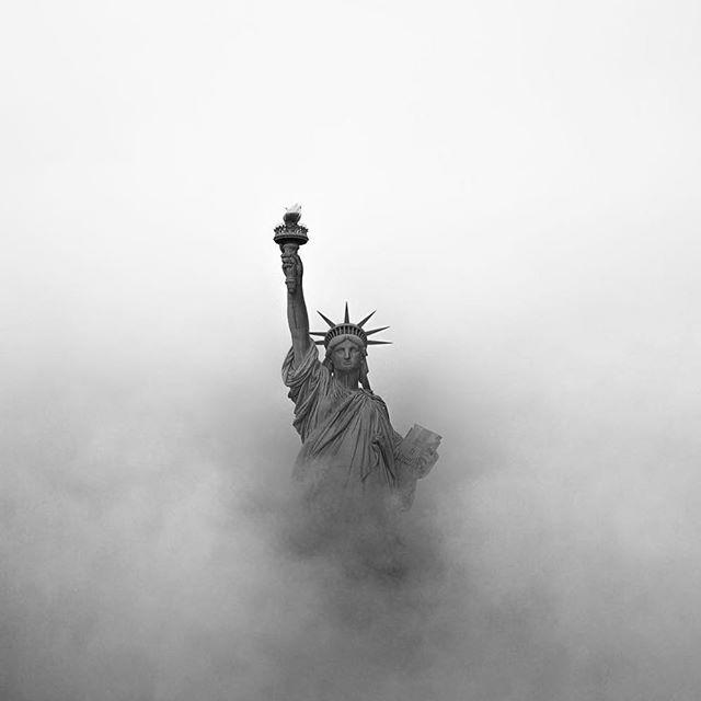 Estatua de la Libertad de New York con este clima congelante, sin embargo seguimos trabajando 💪🏼. Foto de @raylivez. . Recuerda que te ofrecemos un 15% de descuento en el costo del flete para el envío de lo que compres en Estados Unidos 🇺🇸🇺🇸, si aún no tienes un CASILLERO, créalo GRATIS en NYCSHOPPERS.COM. . Enviamos a Colombia 🇨🇴 - Panamá 🇵🇦 - Venezuela 🇻🇪. . #envios #enviosseguros #compras #compradesdecolombia #compradesdecasa #comprasonline #shopping #shoppingonline #enviosacolombia #enviosapanama #enviosavenezuela #casillero #casilleroenusa