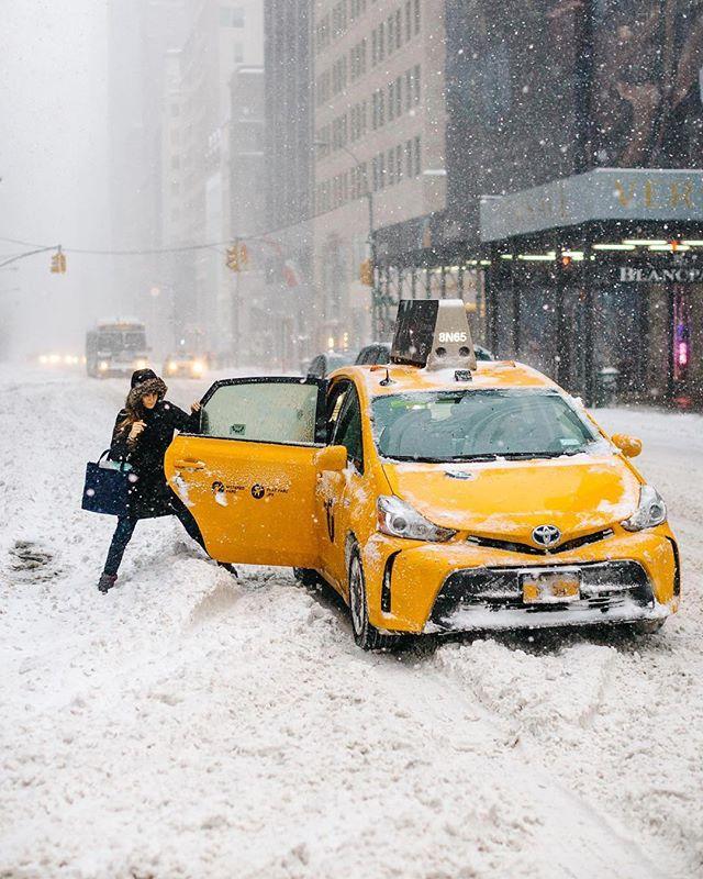 A pesar de nieve y las bajas temperaturas en New York seguimos recibiendo y enviando su paquetes 💪🏼📦. Foto 📸: @tutes. . 😱 envía todo a tu casillero @nycshoppers, y te lo enviamos a tu casa.... Aún no tienes casillero en EE.UU.? No te preocupes! Puedes crearlo gratis con nosotros y disfrútalo!! 😊😍 . Para mayor info ingresa a www.NYCShoppers.com #casilleroenusa #casilleroennewyork #enviosavenezuela #enviosacolombia #enviosapanama