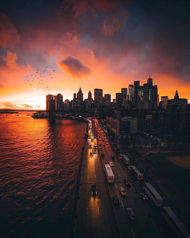 Espectacular atardecer en New York. Foto 📸: @raylivez. . Envía todo lo que compres en Estados Unidos a tu casillero @nycshoppers, contáctanos y sabrás nuestros increíbles precios de envíos (Pregunta por la promoción 💸💸).... Aún no tienes casillero en EE.UU.??? Puedes crearlo gratis con nosotros y disfrútalo!! 😊😍 . Para mayor info ingresa a NYCShoppers.com #casilleroenusa #casilleroennewyork #enviosavenezuela #enviosacolombia #enviosapanama
