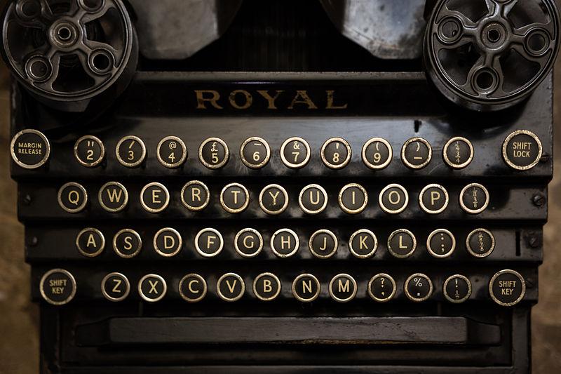 800px-A_typewriter_(10995863465).jpg