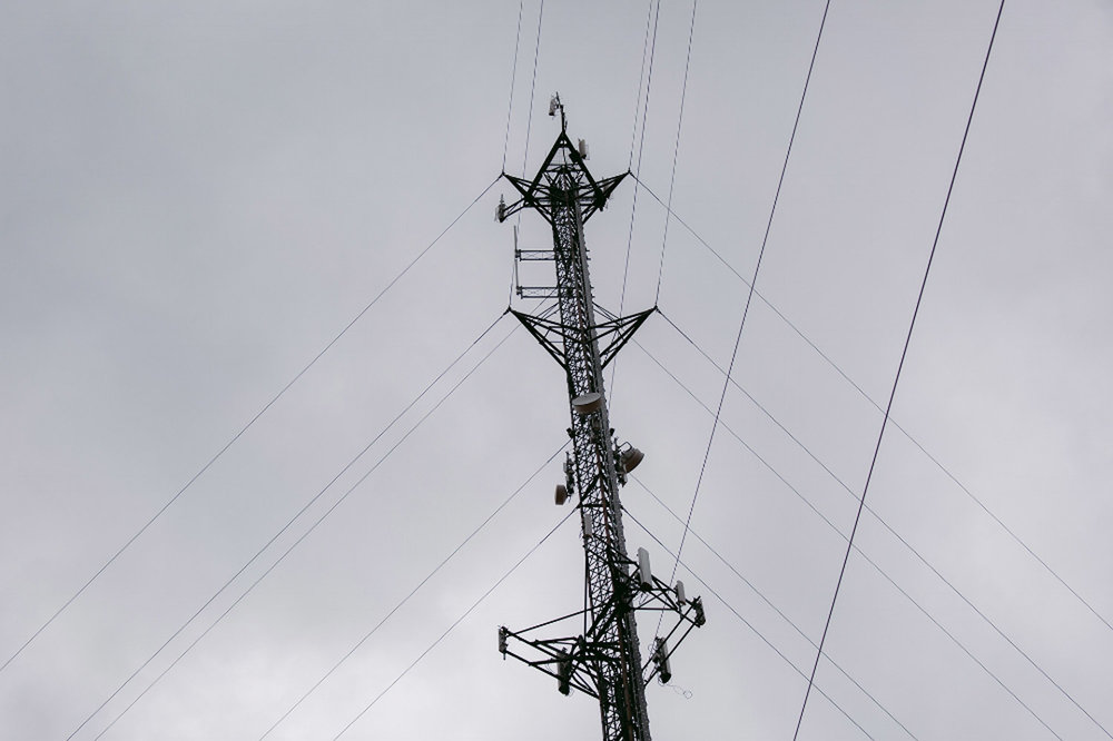 Ground-to-sky-view-of-guyed-tower.jpg