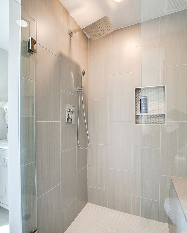 Much like any area of your home, your bathroom design should focus on two elements: function and design. In terms of function, no other shower material is better than tile. Tile is very durable, can last for more than 10 years and is very easy to maintain and clean. Not only does it add beauty but it also adds value to the home. Book a free onsite estimate today. || ⚒️. • • 🌐 Link in Bio.