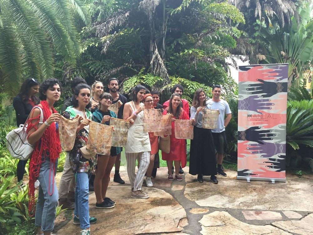 - Oficina de Tingimento Natural, com Flavia Aranha: uma das valiosas contribuições da Manual para o Festival.