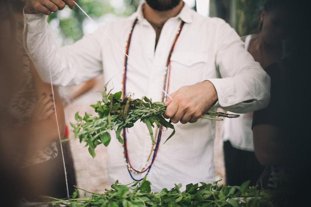 - O João Diel, artesão do Primeira Folha, participou de TODOS os MM's. Toda vez, cedinho, antes de abrir o Mercado, ele passa defumando e atraindo coisas boas para o festival (foras as oficinas de incensos naturais-sensacionais que ele compartilha).