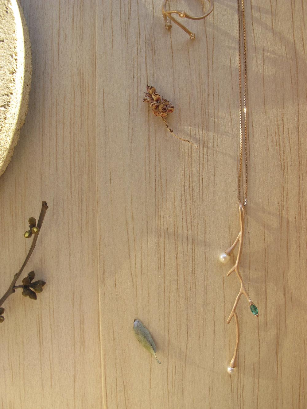 pingente germinar fabimalavazi ouro esmeralda e pérola.jpg