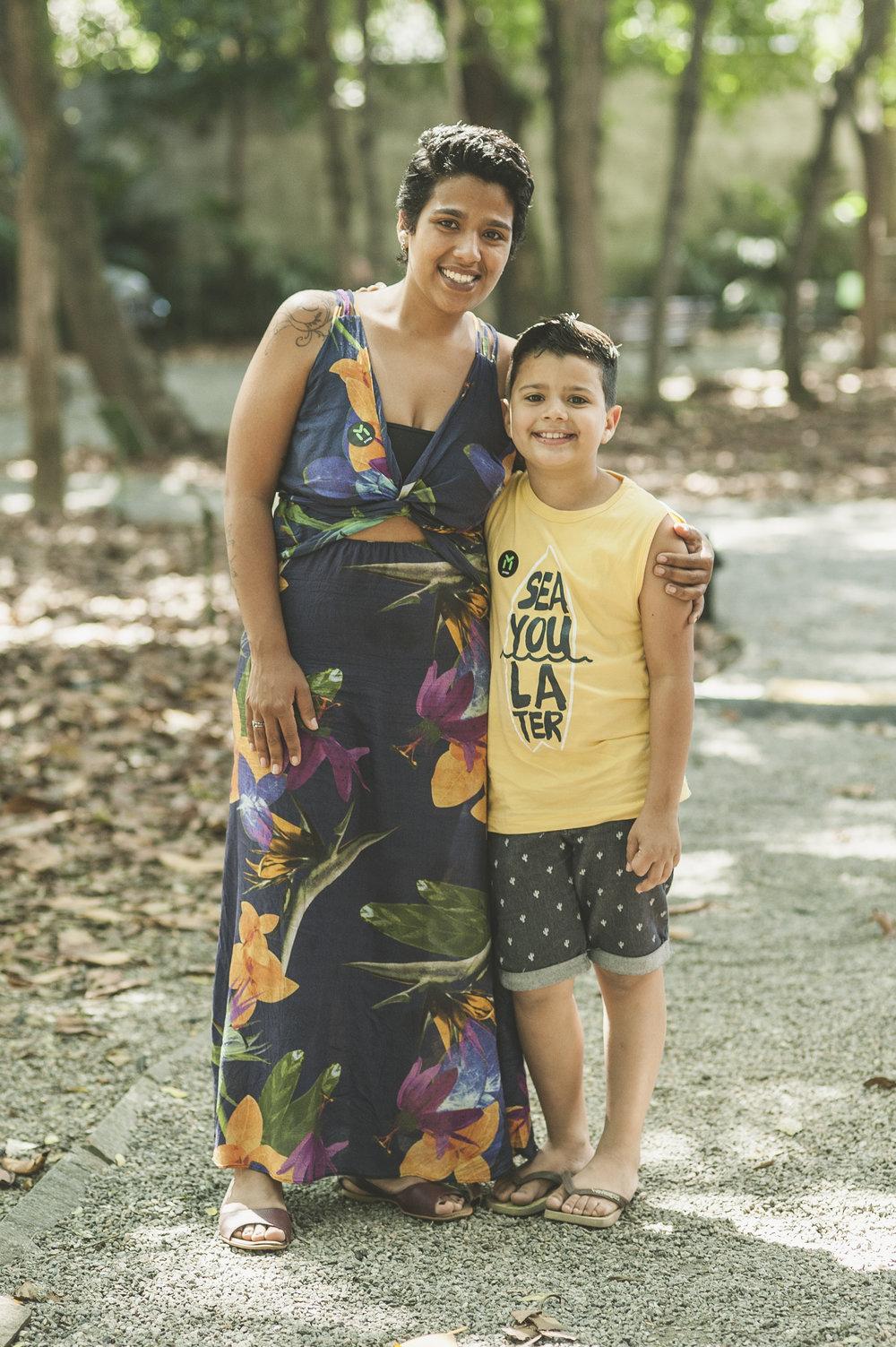 Ao lado da mãe Thaynan Dias, 26, Lorenzo Dias, 8, foi ao #ManualnoMCB ver de pertinho o trabalho dos amigos da Amoras, que levou delícias veganas e crudívoras à praça gastronômica do festival. Os dois aproveitaram o dia ainda a programação de shows e o parquinho com brinquedos Erê Lab.