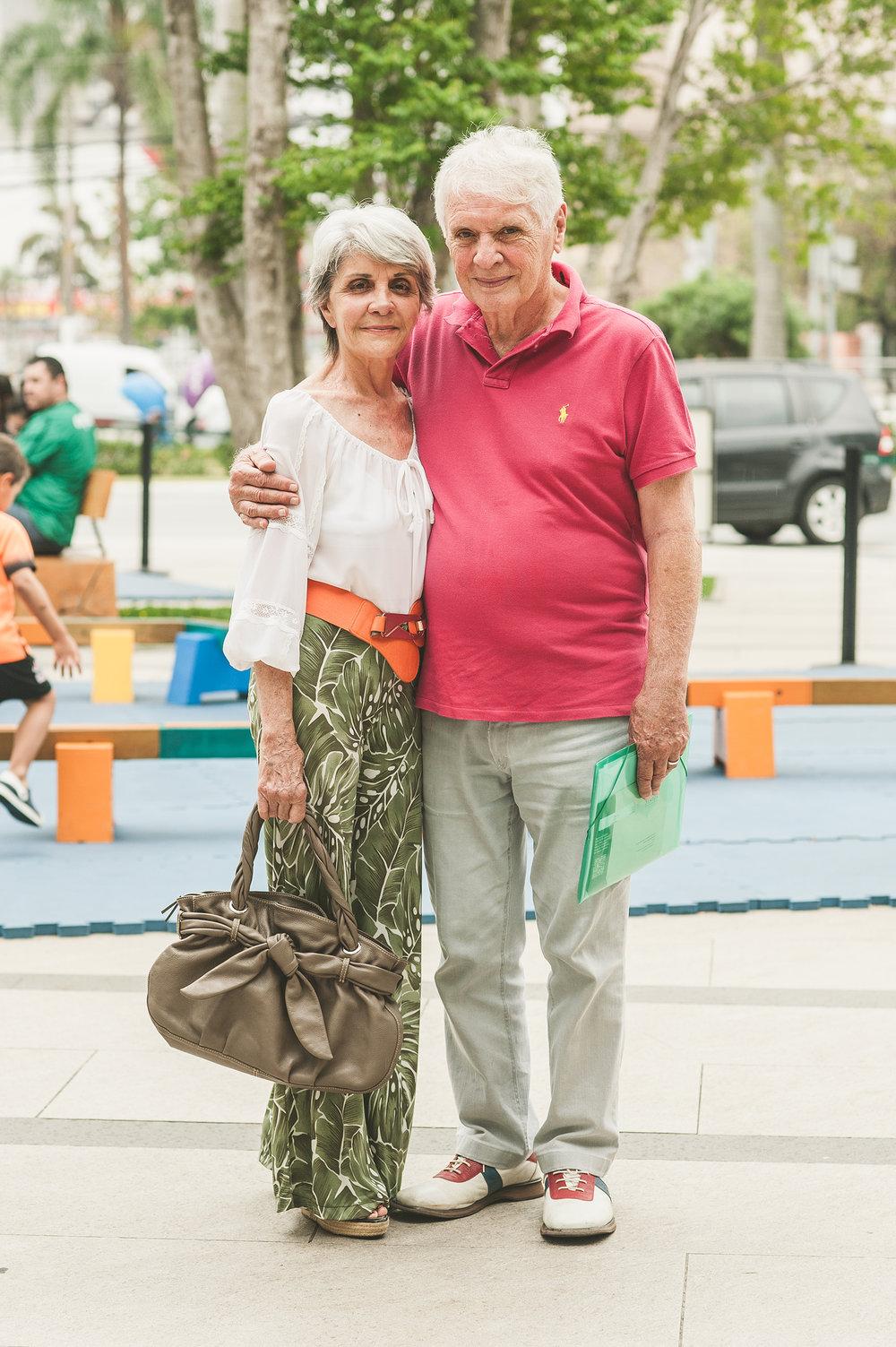 Cheia de elegância,  Nivea Marques  foi passear no shopping a convite da filha e levou o marido,  Pedro Marcino Neto . Ficou feliz de encontrar por lá o nosso festival do feito à mão cheio de peças exclusivas.