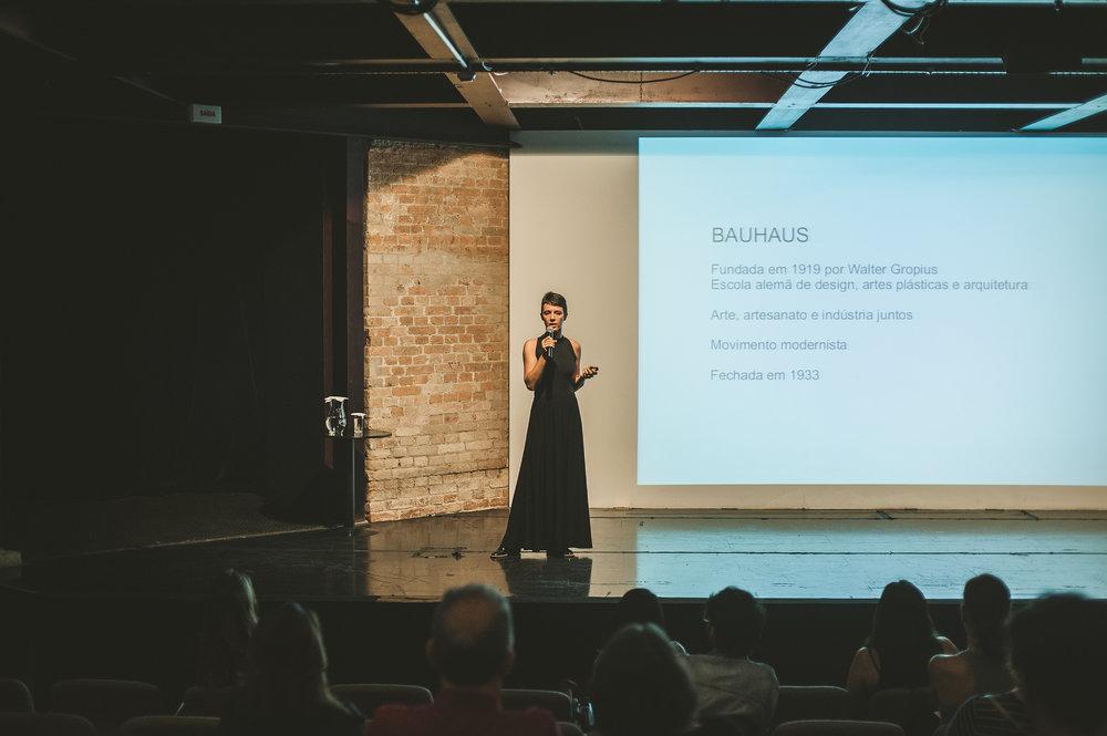 Grande estréia - O primeiro talk do MM aconteceu no auditório da Pinacoteca. Nicole Tomazi falou sobre design e manualidades, reforçando que o autoral e o feito à mão tem cada vez mais espaço por aqui e pelo mundo.