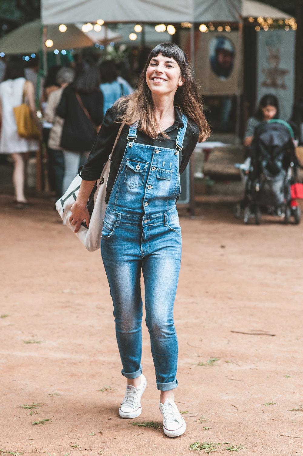 Portuguesa, Filipa Damião mora em São Paulo há três anos. Sempre leva esse astral leve ao #MANUALnoMCB. Estava indo encontrar a amiga   Juliana Vomero  , que expôs sua arte no evento.