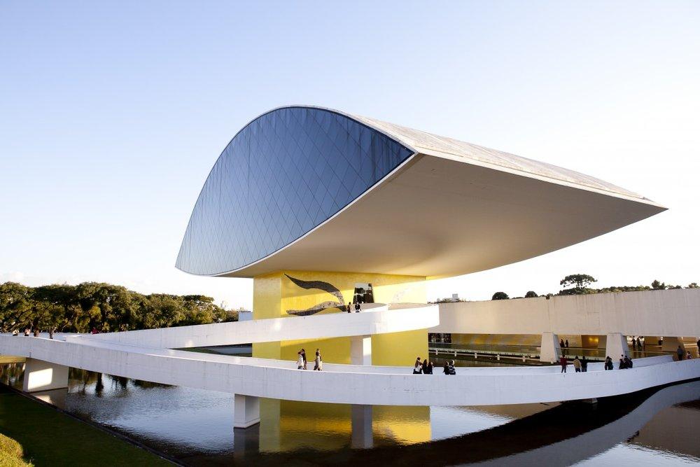 Museu-Oscar-Niemeyer-por-Claiton-Biaggi-1290x860.jpg