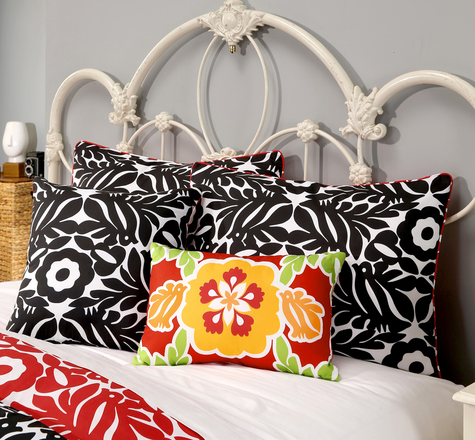 Otomi-bfastpillow2_Red.jpg