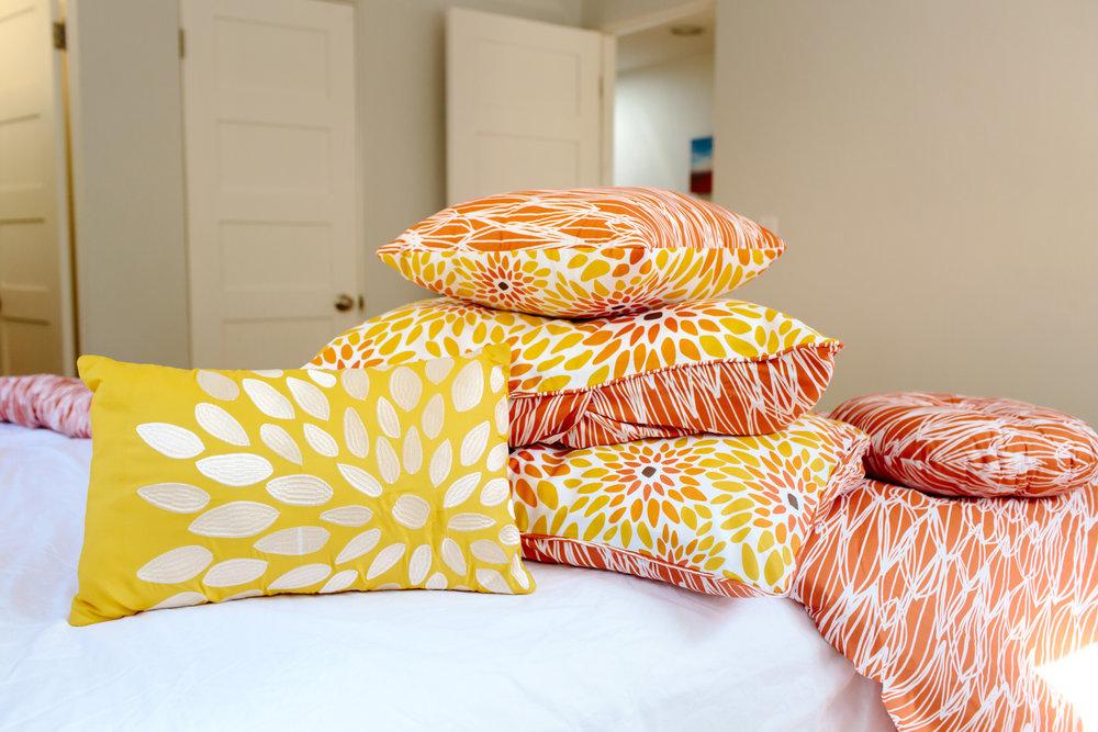 VITA_Girasol_comforterset_bed2.jpg