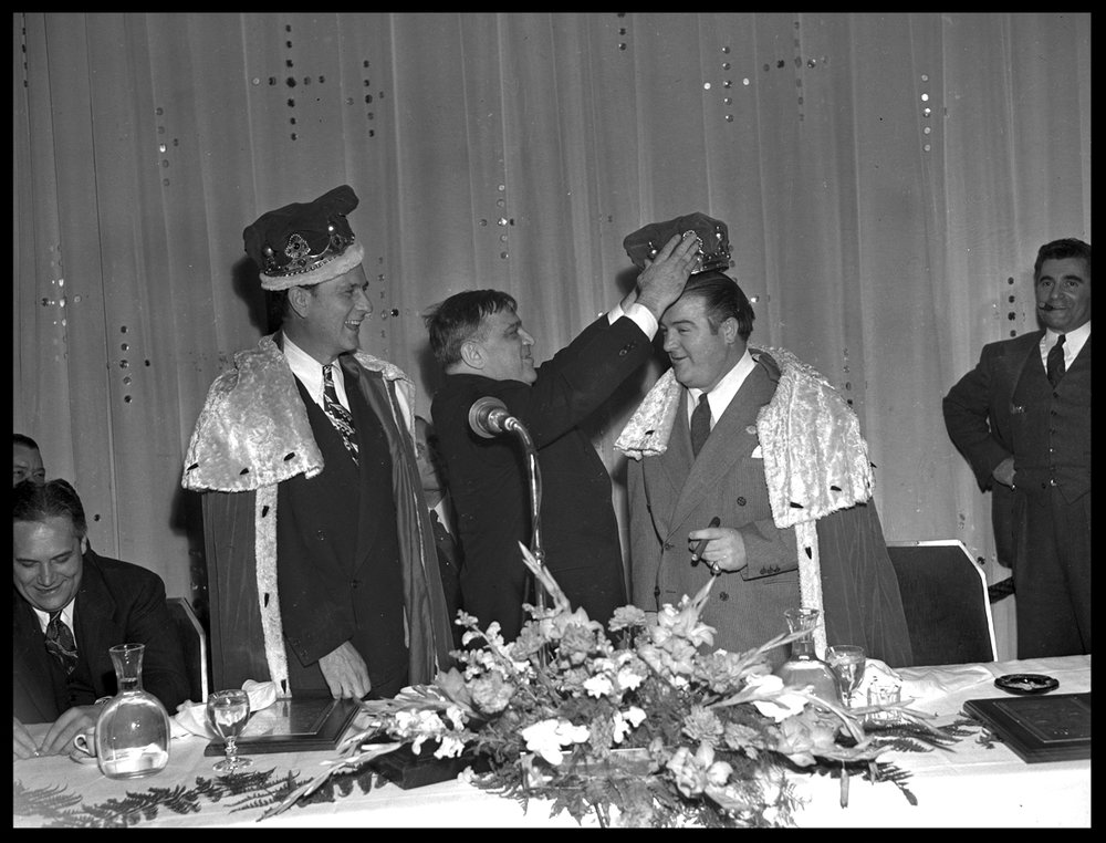 Crowning Costello, NYC Mayor Fiorello Laguardia Crowning Lou Costello, Abbott & Costello #abbott&costello