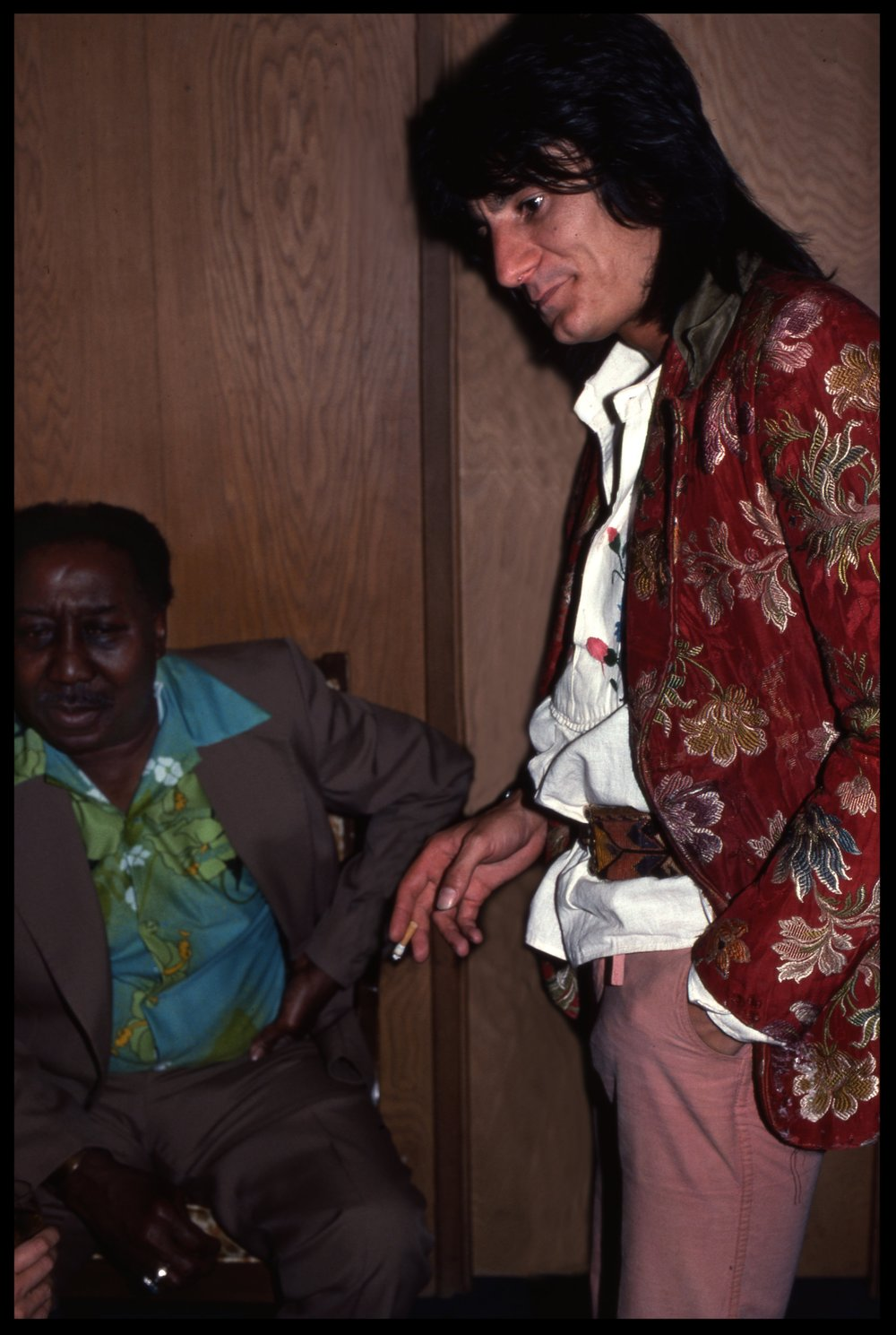 Muddy Waters and Ronnie Wood of the Rolling Stones c.1975 from original 35mm transparency #muddywaters #ronniewood #rollingstones #fenderguitar #gibsonguitar #rockandrollphoto #fineartphoto #fineart