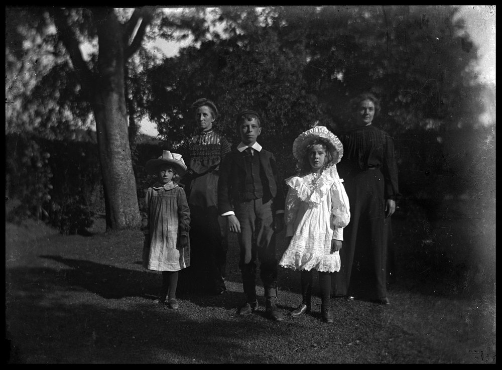 ChildrenDressedUp1900Webcopy.jpg