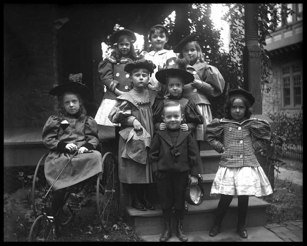 Children1900Webcopy.jpg