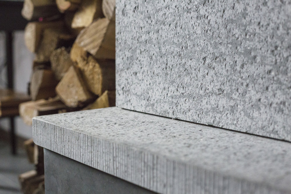Hyvlad grå jämtland / lågerhuggen kant ::: Planed grey Jämtland / riffled edge