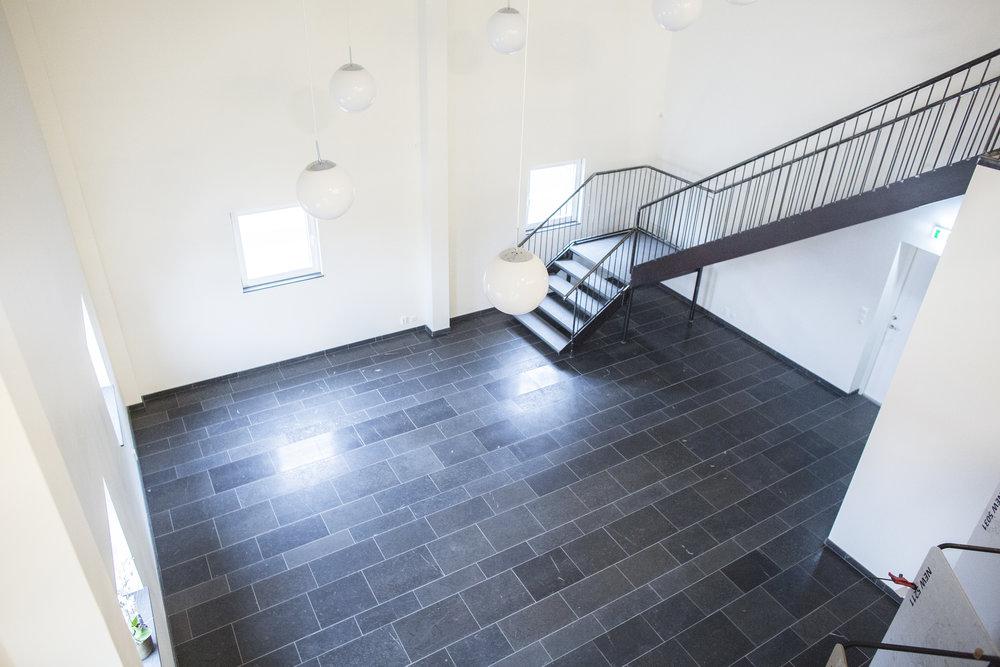 Golv: Rustik svart jämtland / Trappor: Rustik grey jämtland ::: Floor: Rustic black Jämtland / Stairs: Rustic grey Jämtland