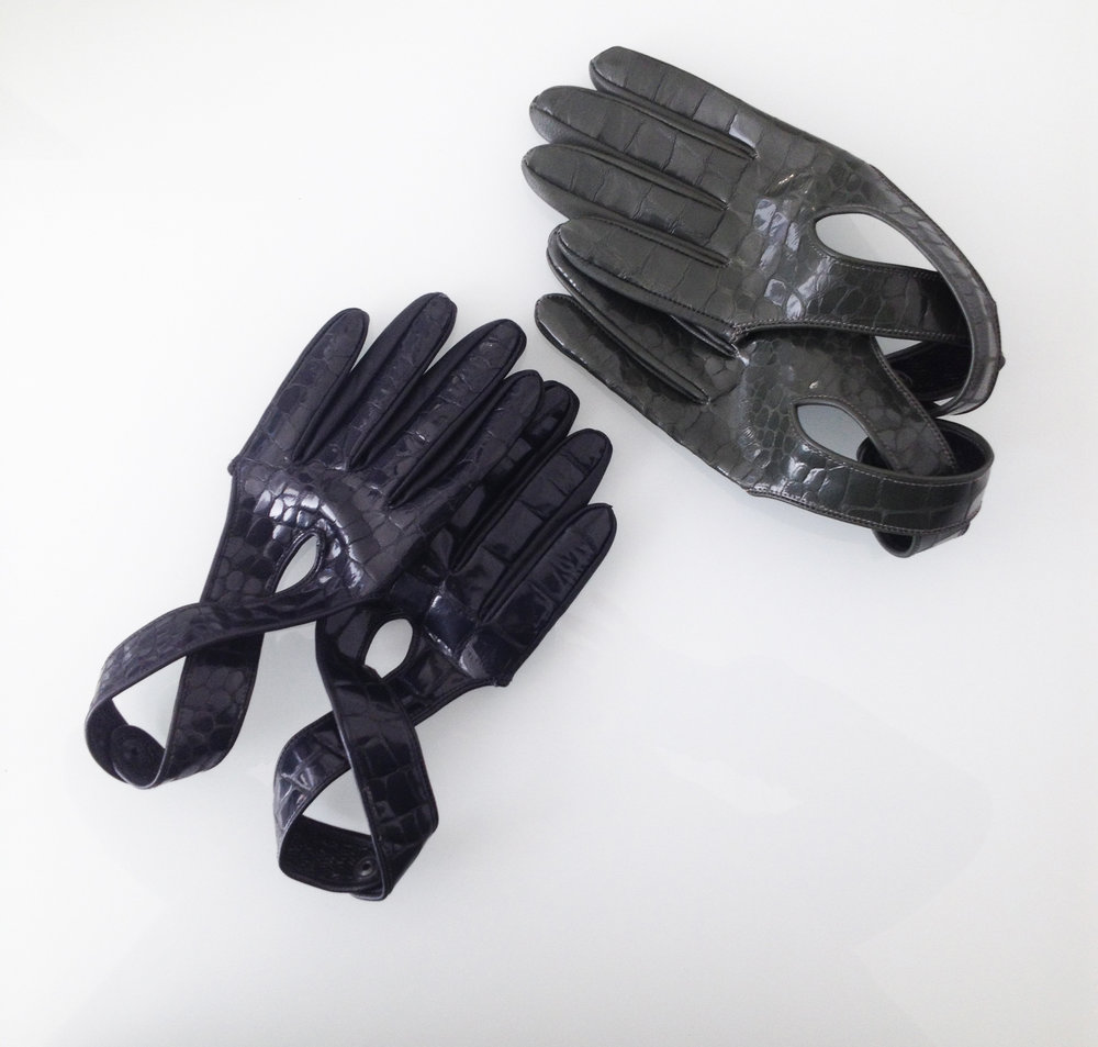 Short Women Gloves   Colors available Black/Green One size Original Price 130€ | Discount Price 65€ Ref. LCFW15HL02