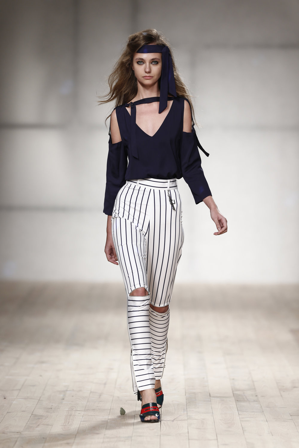 striped skinny trousers  One available size 40 Original Price 194€ | Discount Price 97€ Ref. LCss17s02