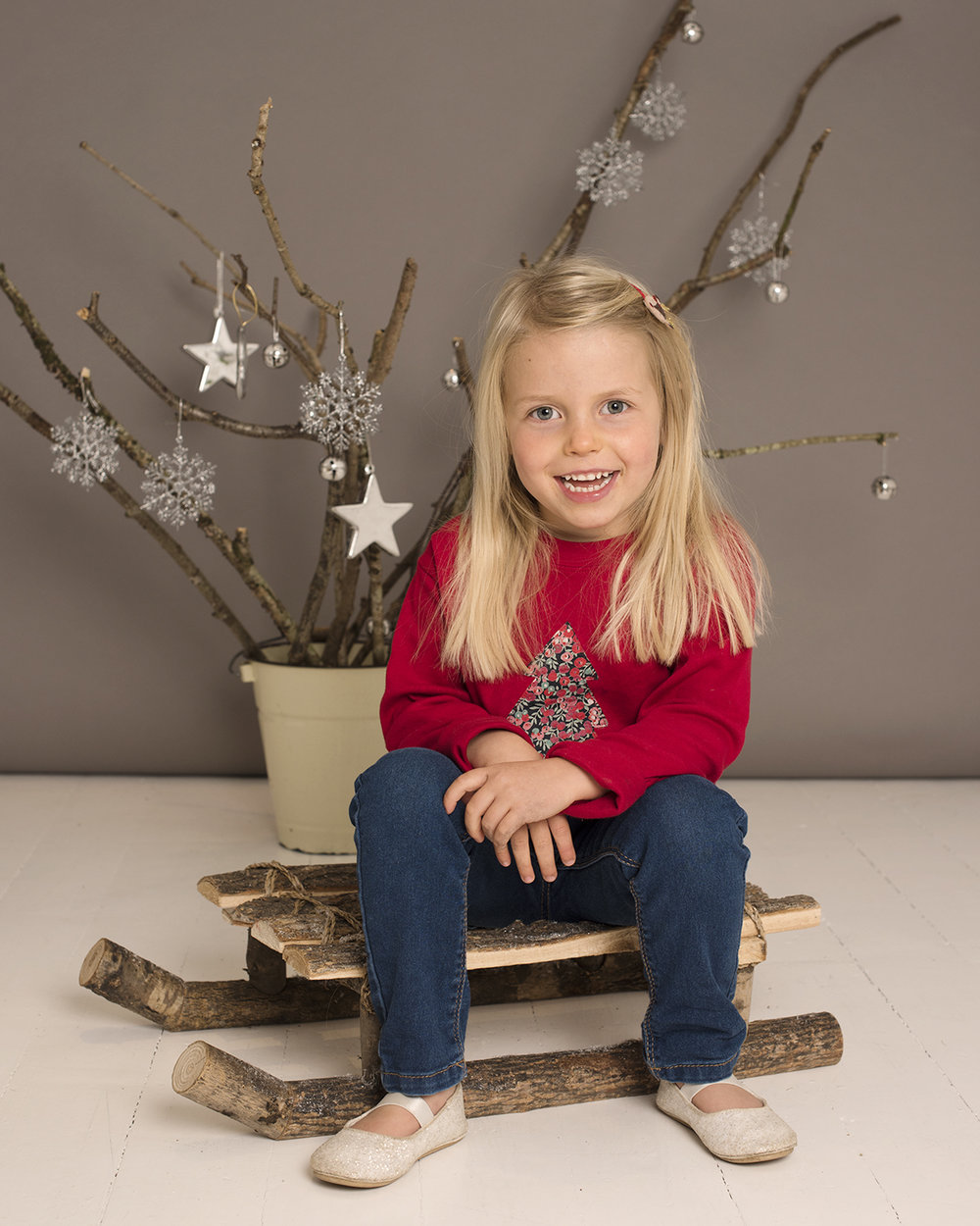 30 minute Christmas mini shoots are £99 - 3 high resolution digital images included.