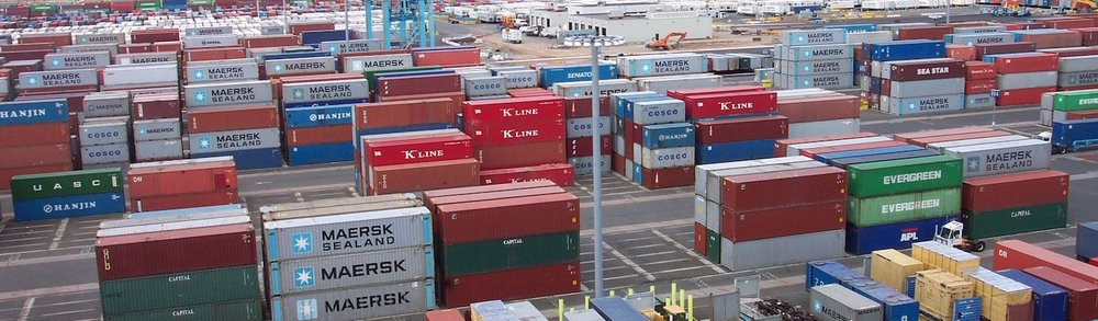 Line3174_-_Shipping_Containers_at_the_terminal_at_Port_Elizabeth,_New_Jersey_-_NOAA.jpg