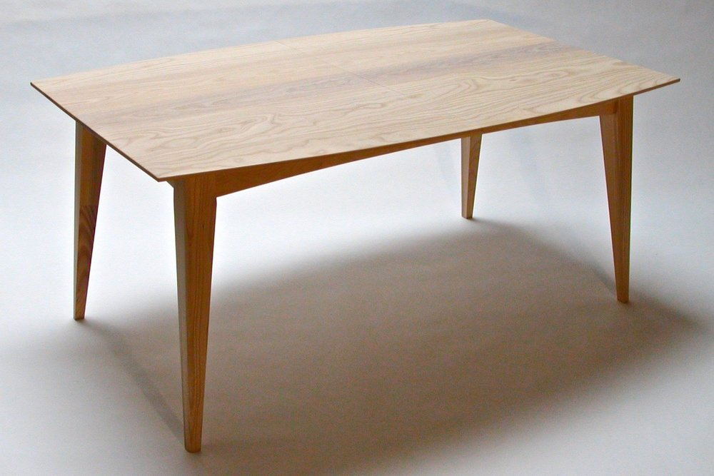 Lake dining table - with Tapered Legs