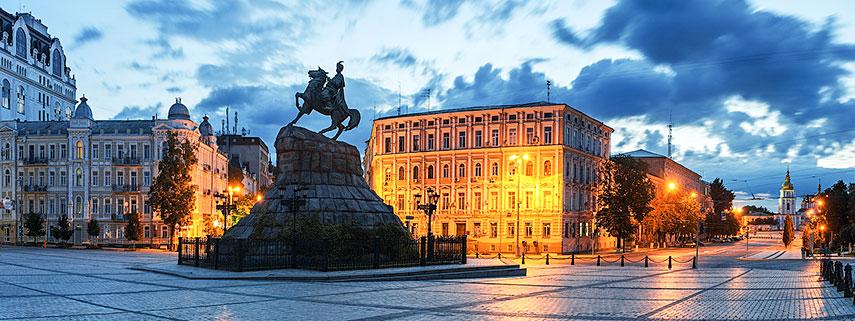 Khmelnytsky-Monument-Kiev.jpg