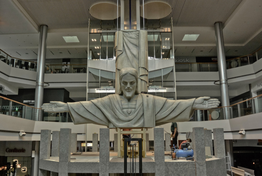 Cristo getting put together in the shopping mall.