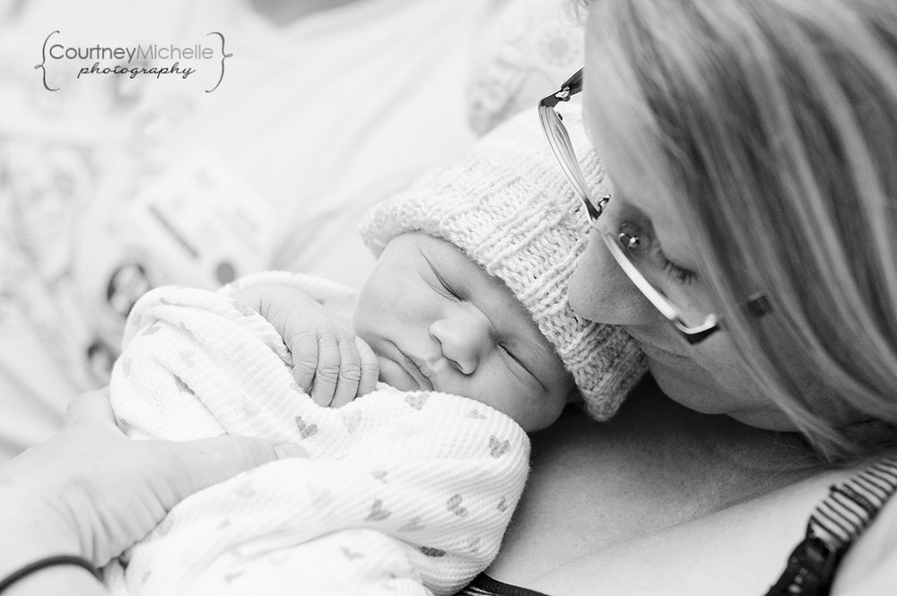 hospital-newborn-new-mom-fresh-48-chicago-newborn-lifestyle-photography-by-courtney-laper.jpg