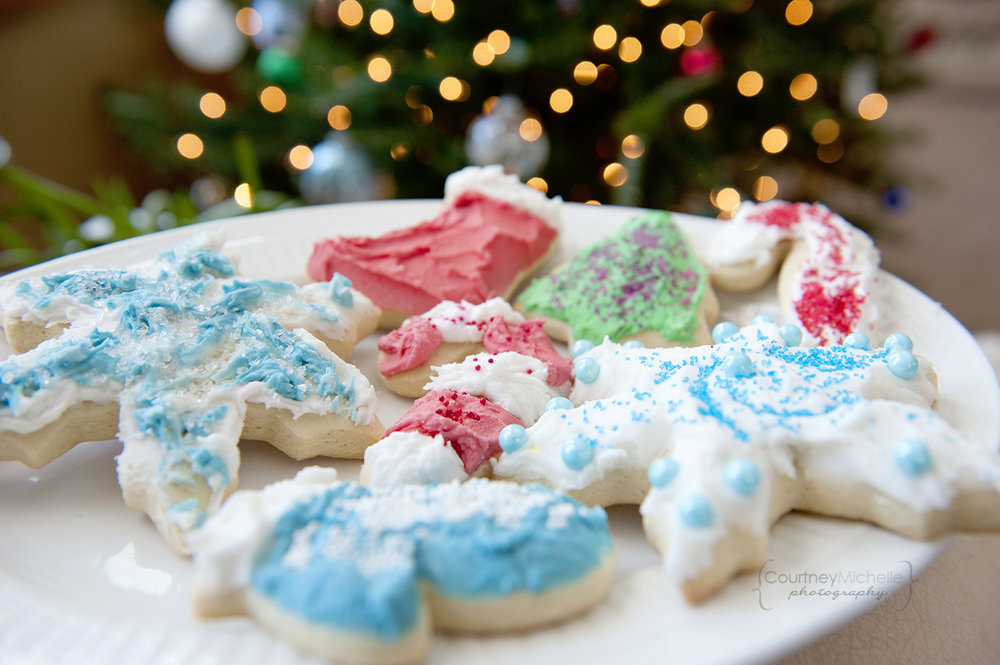 christmas-cutout-cookies-in-front-of-christmas-tree-chicago-food-lifestyle-photography-by-courtney-laper.jpg
