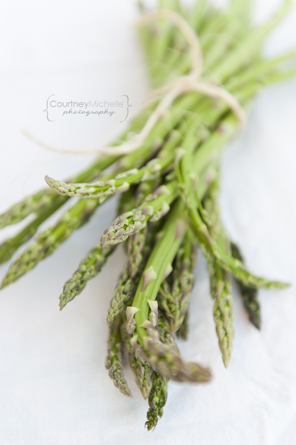farmers-market-asparagus-chicago-food-lifestyle-photography-by-courtney-laper.jpg