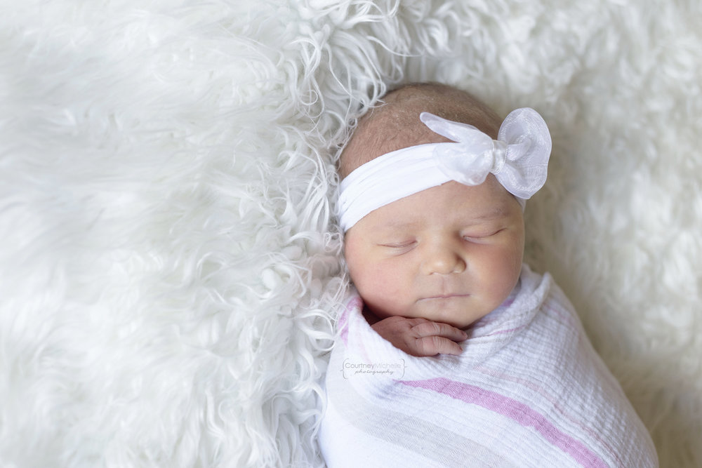 chicago_newborn_photographer_hospital_session_newborn_girl_swaddled_courtney_laper©COPYRIGHTCMP-4888edit.jpg