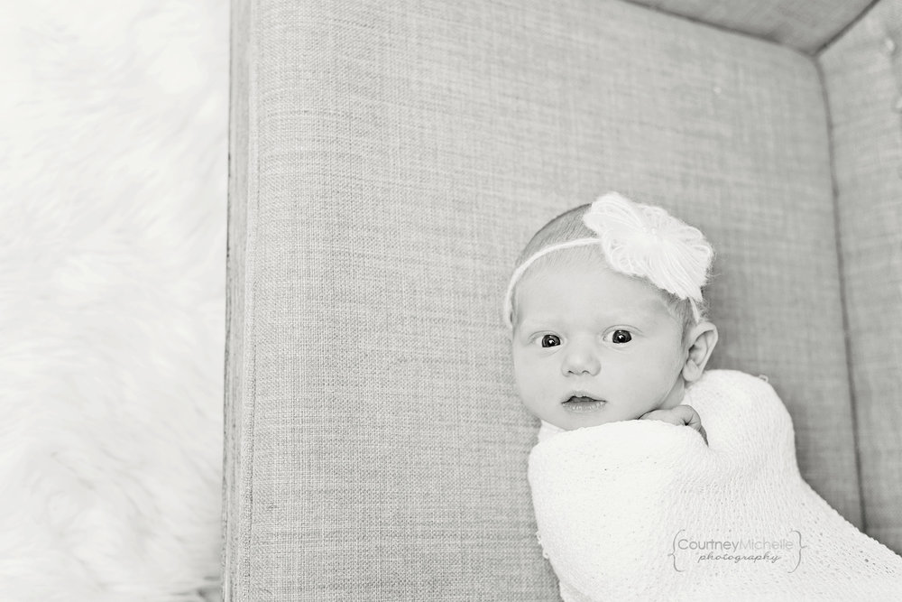 chicago-newborn-photographer©COPYRIGHTCMP-5164bw.jpg