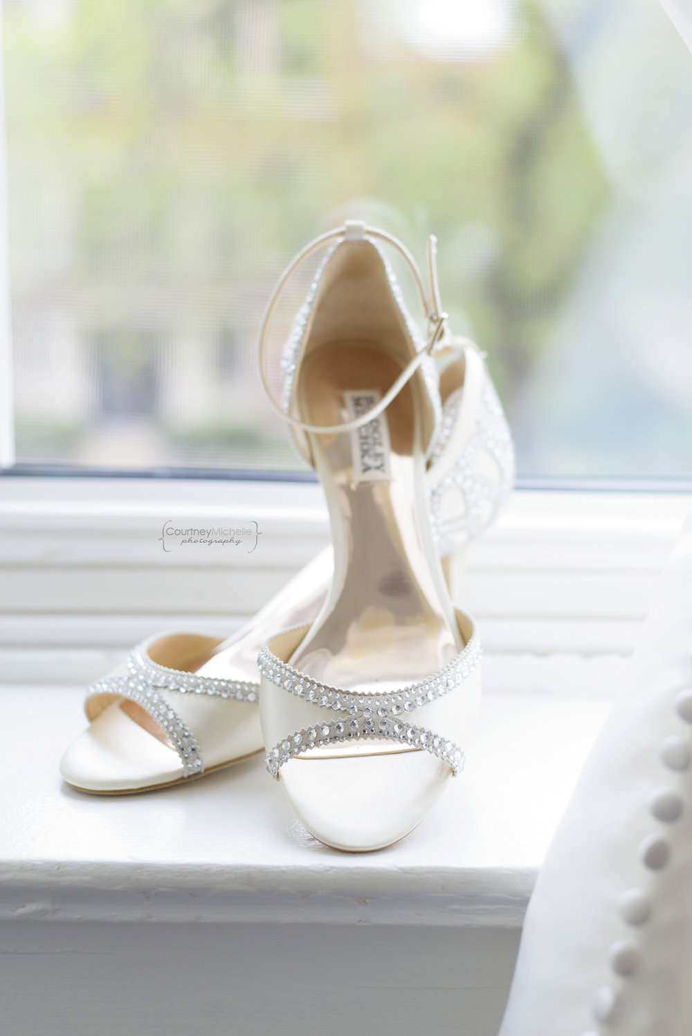 chicago-wedding-photographer-south-shore-cultural-center-bridal-shoes